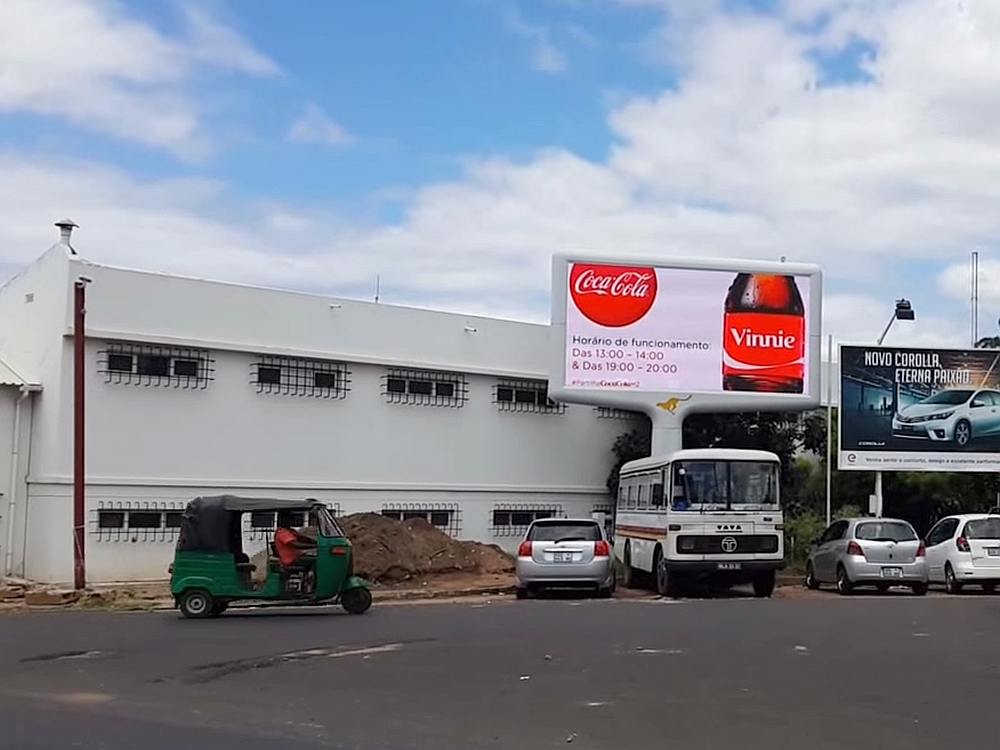 Coca Cola DooH-Kampagne in Angola (Screenshot: invidis)