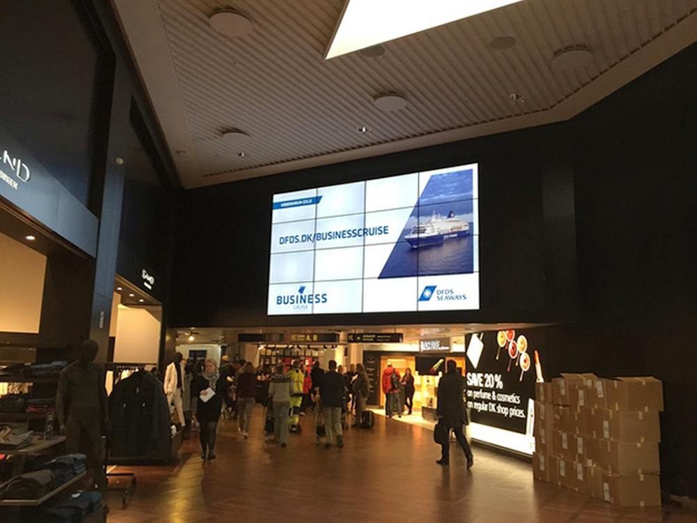 DooH-Screens am Flughafen in Kopenhagen (Foto: Audio Visuelt Centrum A/S)