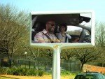 Opel-Kampagne auf einem COM-Roadside Screen (Screenshot: invidis)