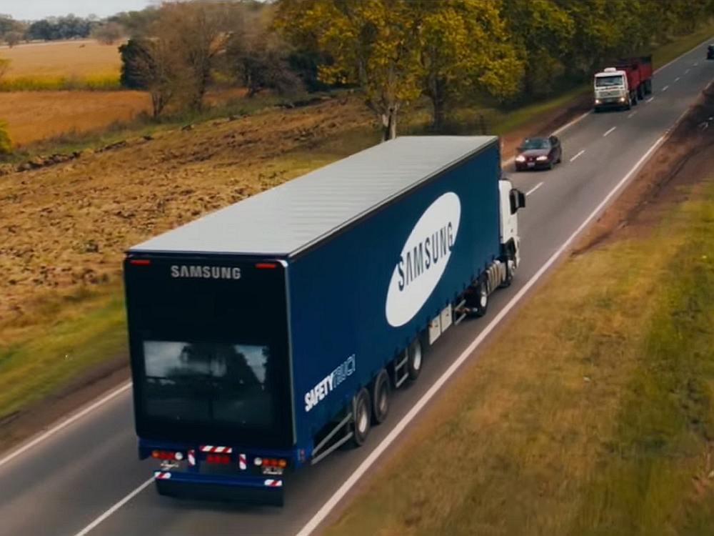 Samsung Safety Truck auf einer argentinischen Landstraße (Screenshot: invidis)