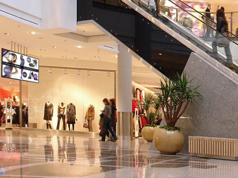 Signage-Display TD-Z551 in einer Shopping Mall (Foto: Toshiba)