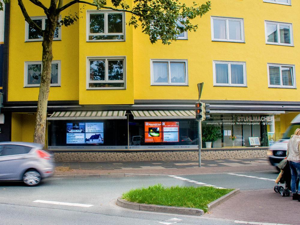 Signos Video Walls vor der Demontage - die rechte Installation wird um 6 Grad anders ausgerichtet (Foto: Signo Display)