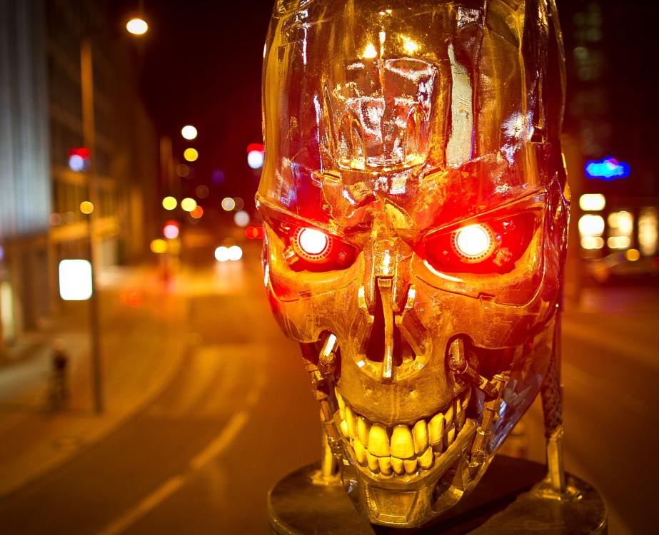 Terminator mit stechendem LED Blick - auf einer CLS in Berlin (Foto: WallDecaux)