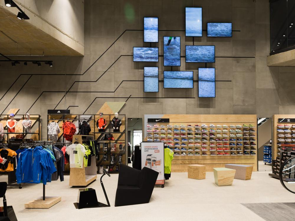 Video Wall im neuen SportScheck Mönchengladbach im Minto-Center (Foto: SportScheck)