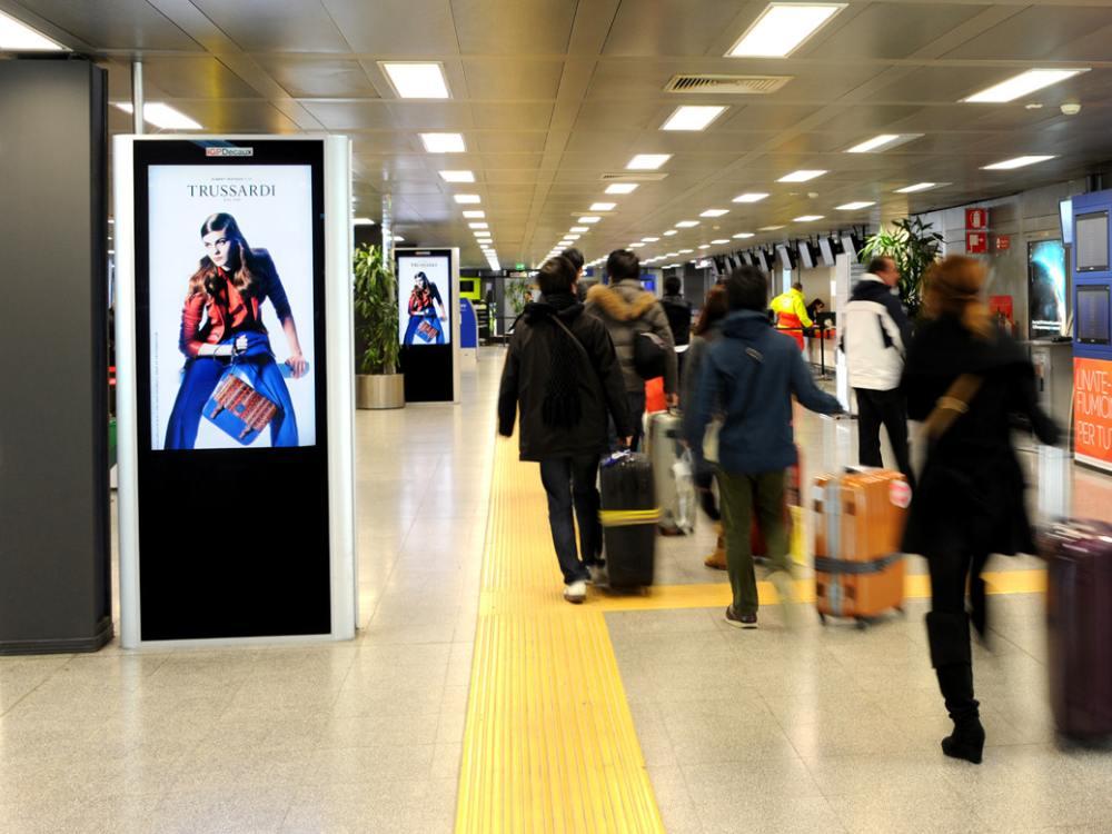 An einem italienischen Airport: Kampagne für Trussardi auf IGPDecaux Screens (Foto: IGPDecaux)