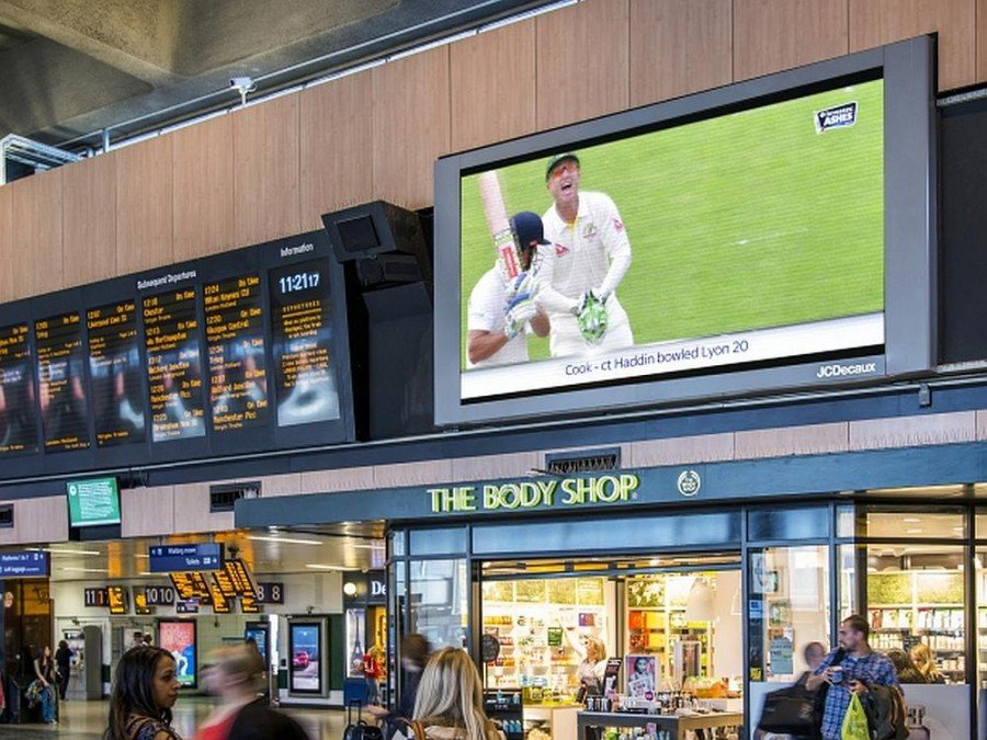 """Cricket Serie """"The Ashes"""" auf DooH Screen in London (Foto: JCDecaux)"""