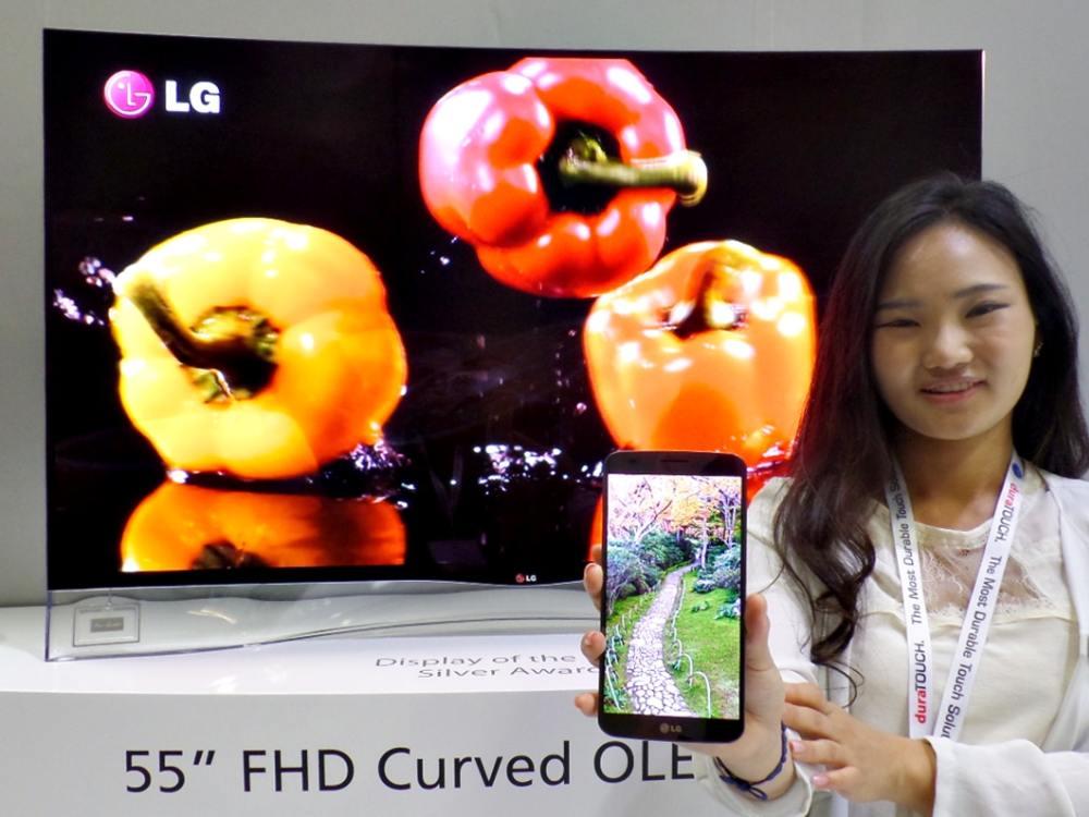 OLED TV und Smartphone mit kleinem OLED Screen (Foto: LGDisplay)