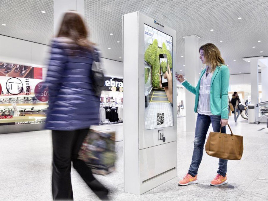 Screen aus dem Digital Shopping Media Netzwerk (Foto: Clear Channel Schweiz)