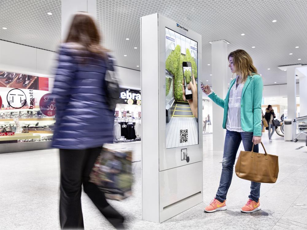 Screen aus dem Digital Shopping Media Netzwerk (Foto: Clear Channel Schweiz)