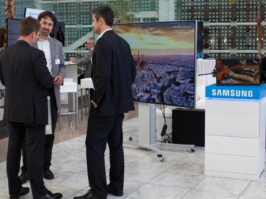 Stand und Mitarbeiter von Samsung bei der OVAB Digital Signage Conference 2014 (Foto: invidis)