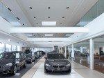 An die neuen Designrichtlinien des Herstellers BMW angepasst - Belgisches Autohaus Gregoir (Foto: Zumtobel)