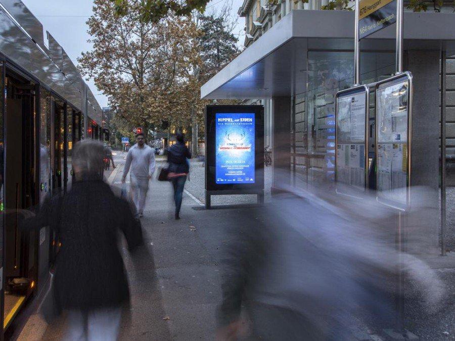 City ePanel an einer Schweizer Bushaltestelle (Foto: APG|SGA)