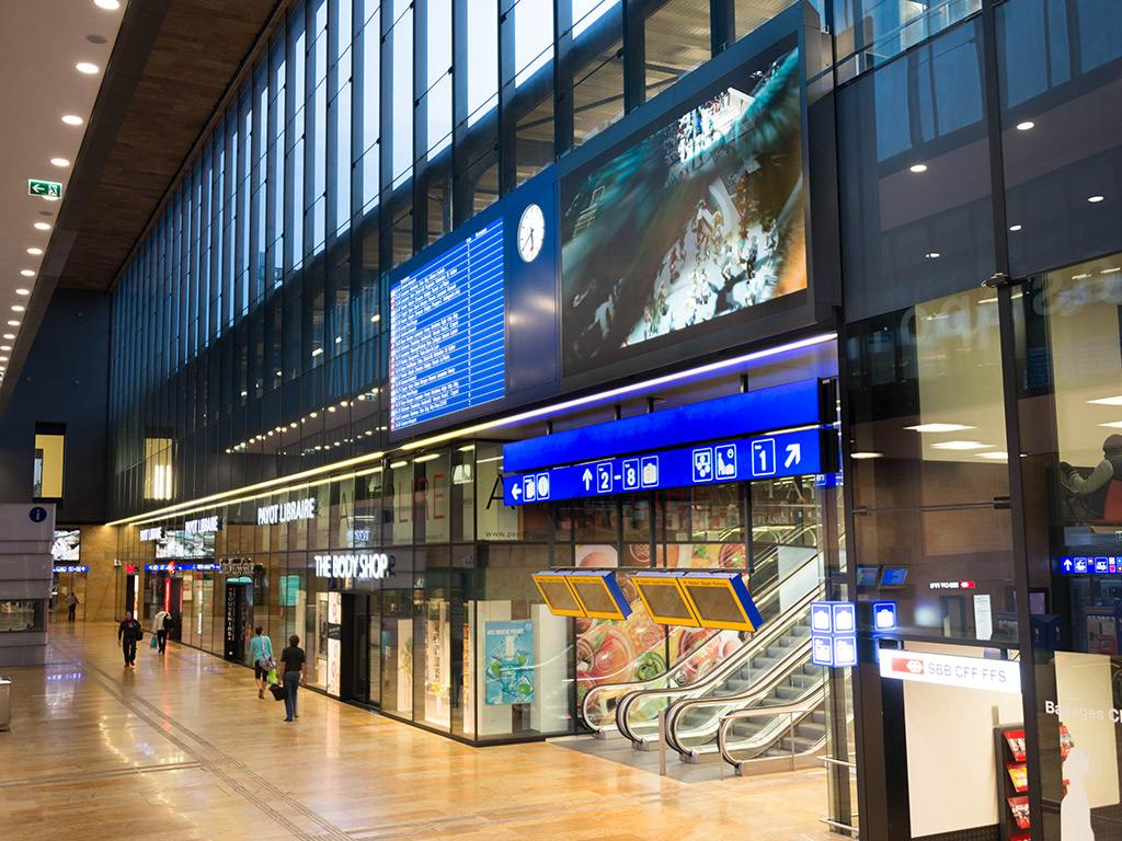 LED Boards der SBB am Bahnhof Genève Cornavin (Foto: SBB)