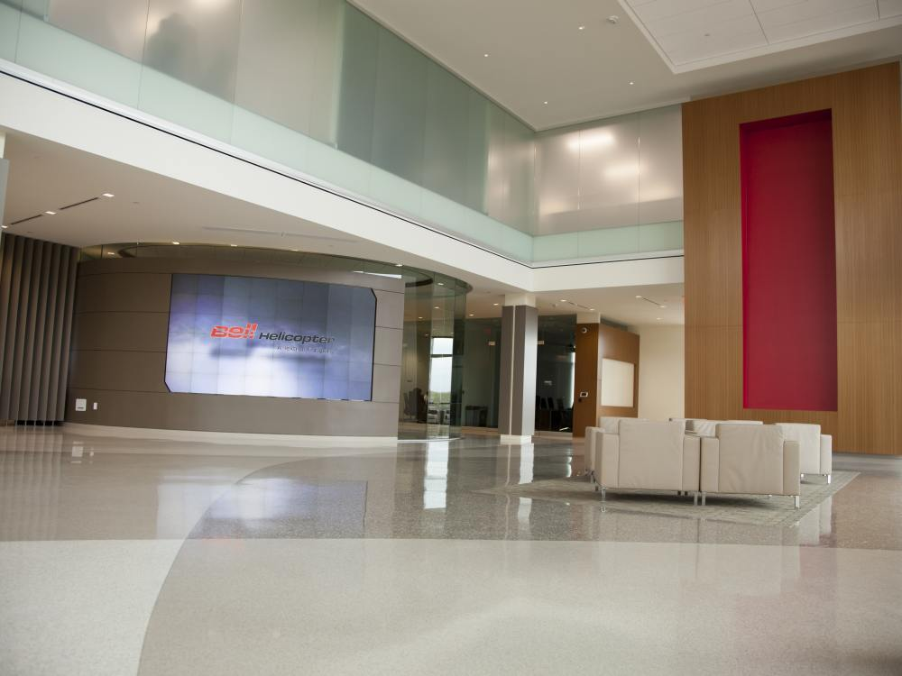 Lobby des Bell Helicopter Global HQ (Foto: eyevis)