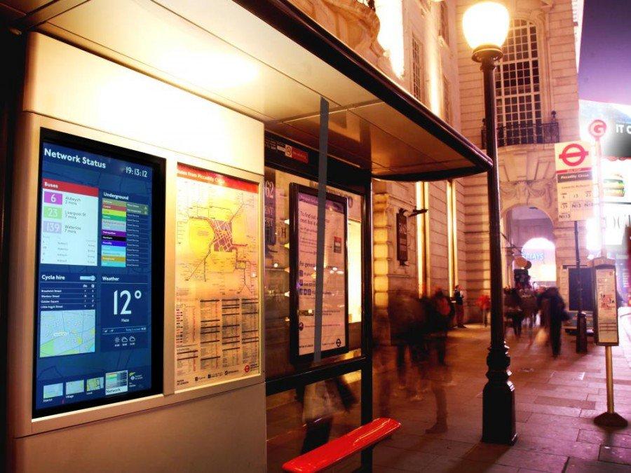 London soll weltweites Schaufenster für DooH werden - interaktive Bushaltestelle in Regent Street (Foto: TfL)