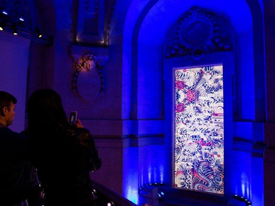 Mit Barco Technologie umgesetzte Installation fürJean Paul Gaultier (Foto: Barco)