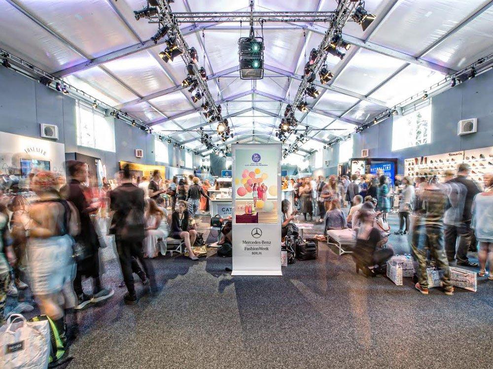netvico-Stele auf der Fashion Week in Berlin (Bild: netvico)