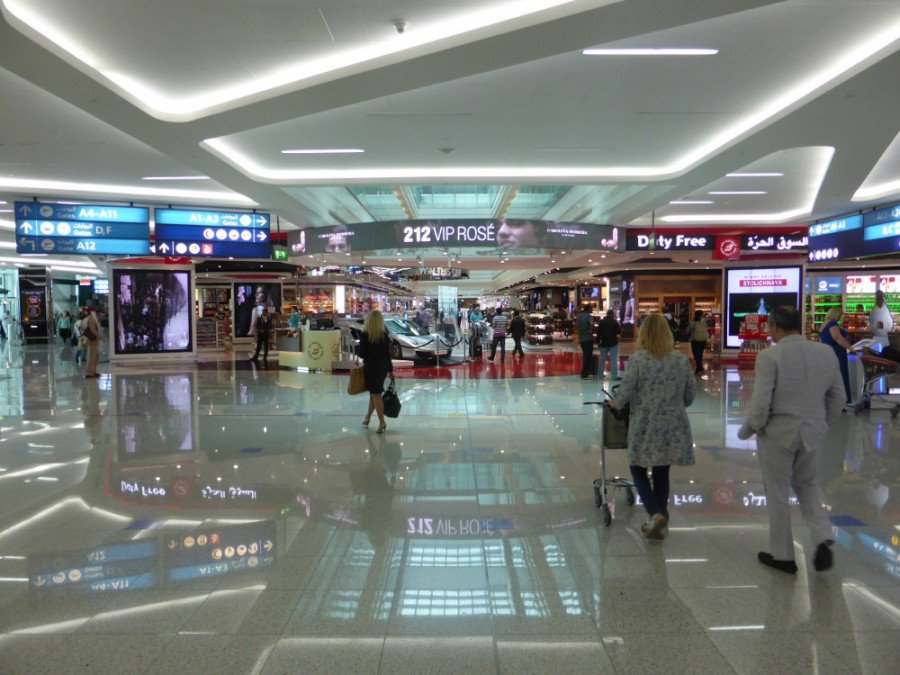 The main area in Terminal 3 is designed as a walk-through duty free with multiple digital signage installations competing for attention. Besides promotional vedoe walls DDF is betting on LED banner (212 VIP Rose) - next photo also with bright content (Photo: invidis)