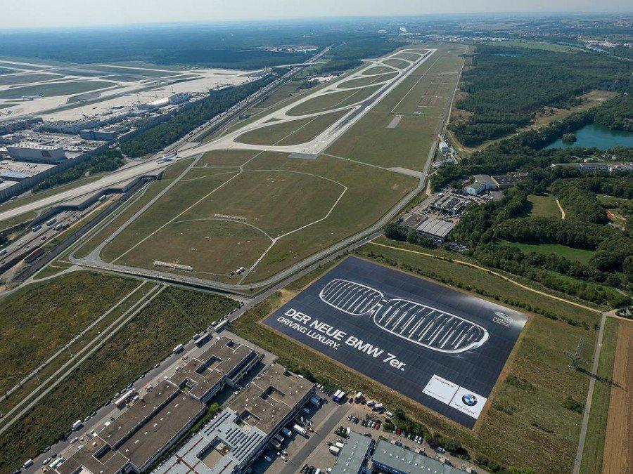 Airside Plakt für BMW am Flughafen Frankfurt (Foto: Ichi Ban AG)