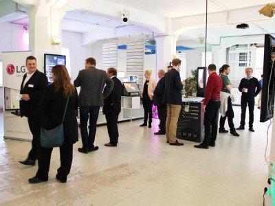 Beim Business Brunch waren UltraWides der thematische Schwerpunkt (Foto: komma,tec redaction)