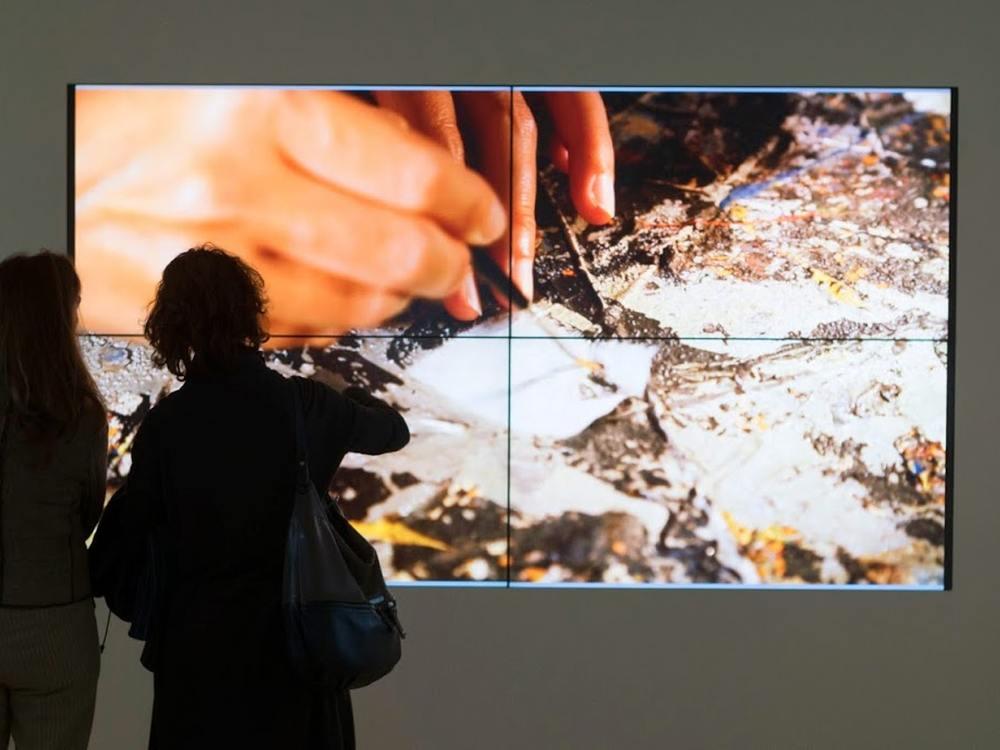 Besucherinnen vor der Video Wall im Museum Guggenheim Venezia (Foto: 3P Technologies)