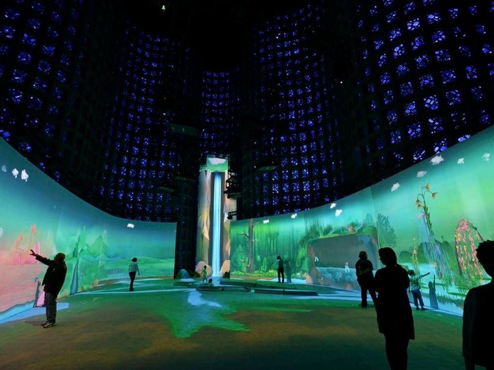 Blick ins Halbrund der Connected Worlds (Foto: David Handschuh / Design I/O)