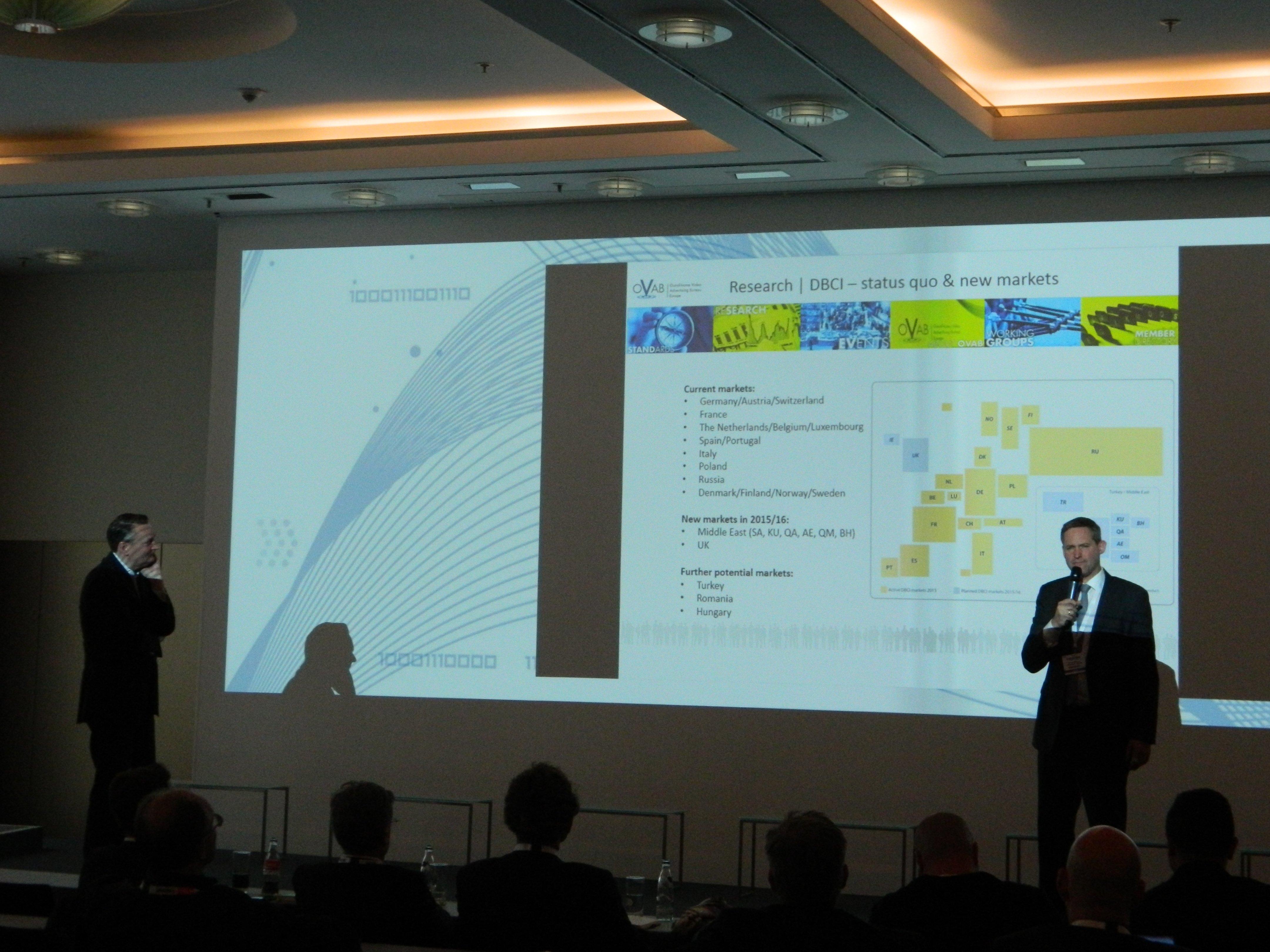 Dirk Hülsermann und Florian Rotberg (beide OVAB Europe) beim OVAB Membership Meeting (Foto: invidis)
