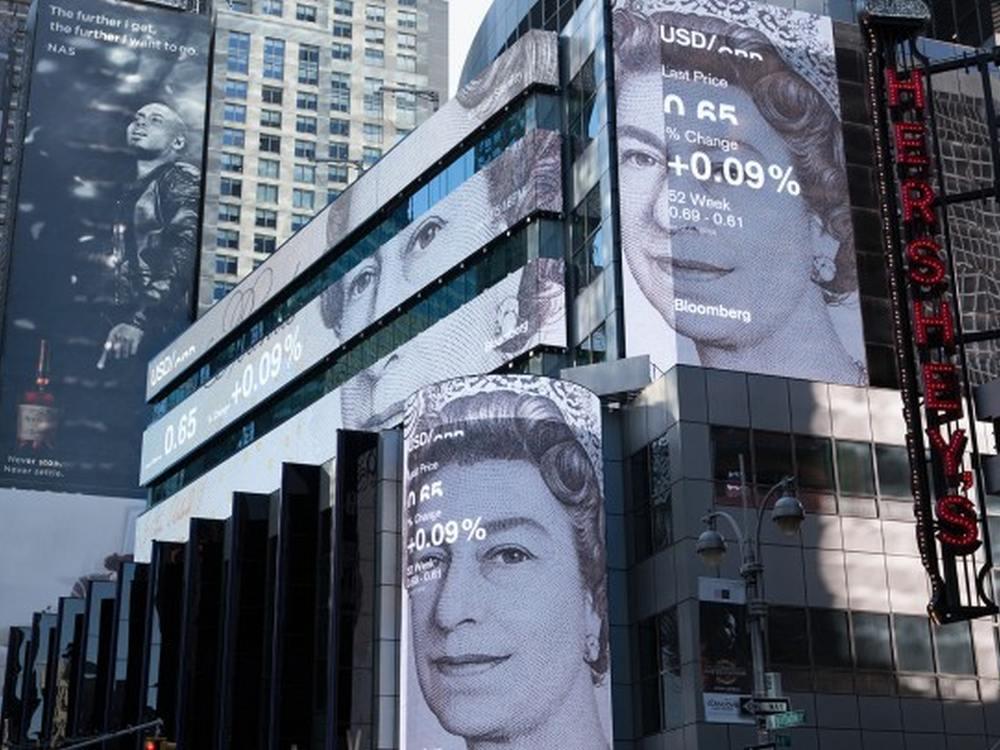Die Queen macht es vor - auch aktuelle Devisenkurse kann man ansprechend präsentieren (Foto: Framestore)