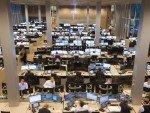 Infos für 6000 DNB Mitarbeiter in Oslo und Bergen - Blick in einen Handelssaal der Bank (Foto: DNB Bank)