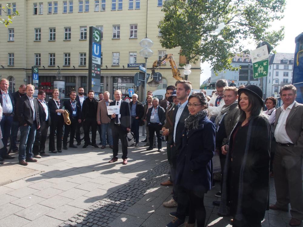 Installation Tour 2015 bim OVAB Digital Signage Summit Europe - Start war am Hauptbahnhof in München (Foto: invidis)