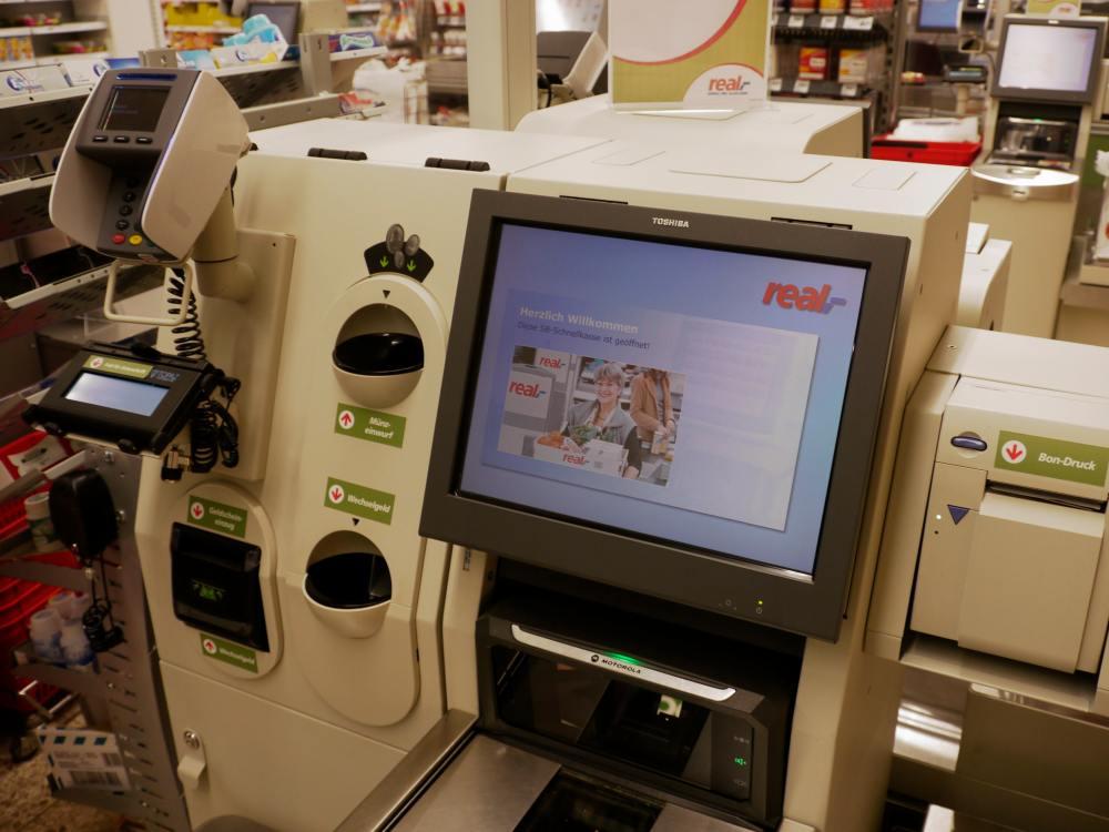 Neue Toshiba SCO Lösung bei real (Foto: Toshiba)