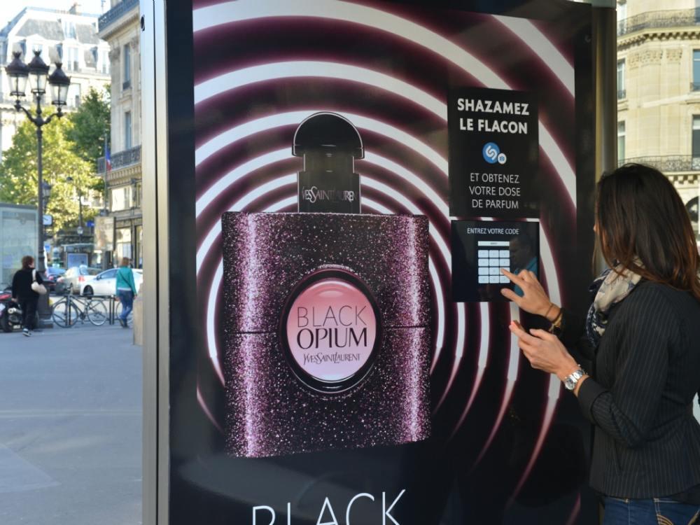 Nutzte Visual Shazam - Black Opium DooH Kampagne (Foto: JCDecaux)