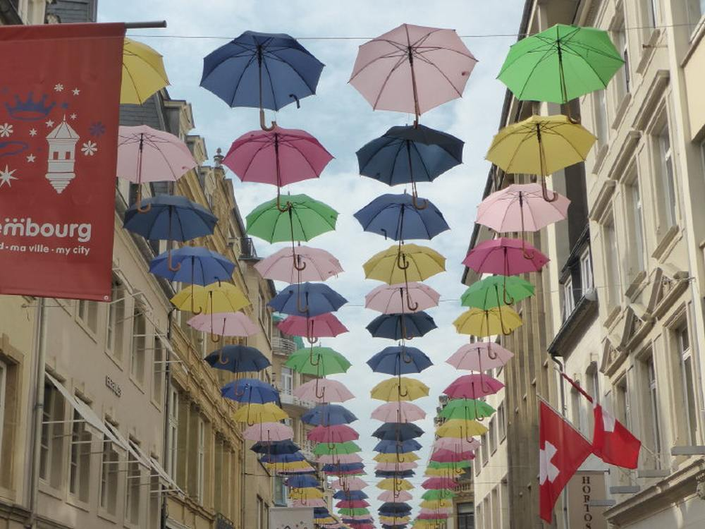 DSS Europe supports Airport Muich's charity Drive for Umbrellas (Foto: invidis)