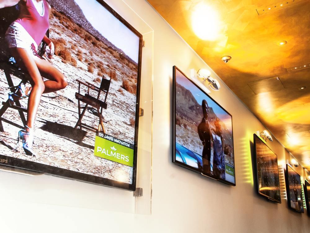 Screens in der Kitz Galeria (Foto: Peakmedia)