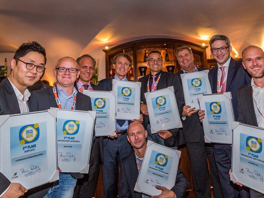 Einige der stolzen invidis Award-Gewinner (Bild: Steffen Horak)