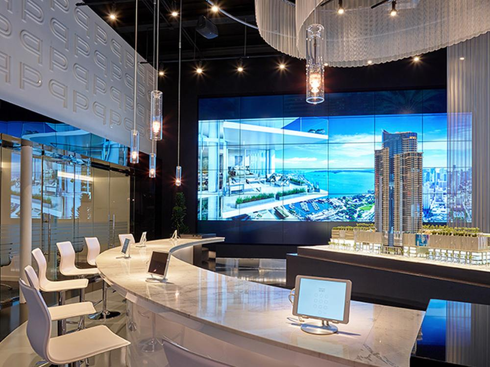 Video Wall mit 55-Zöllern im Paramount Miami Worldcenter (Foto: Planar)