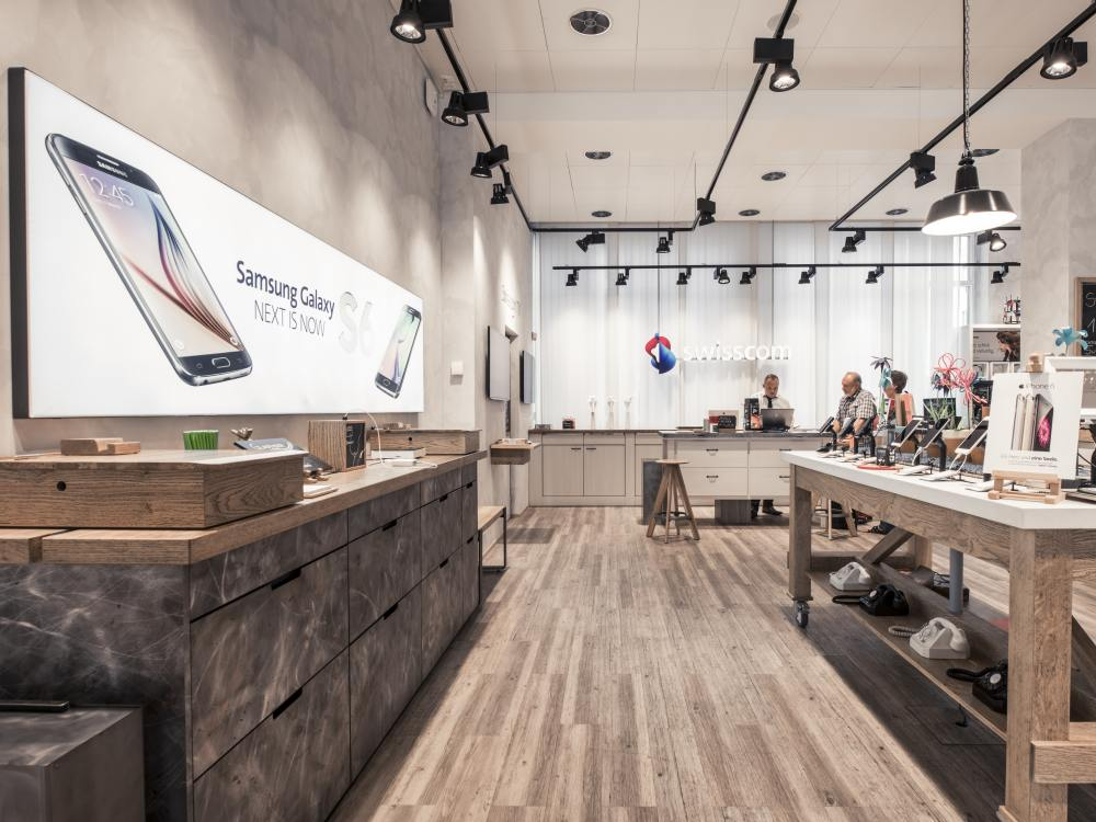 Warenpräsentation und Kassenzone im Swisscom Campus Shop (Foto: Westiform)