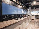 Werbung auf der Mediawall für das Streaming TV Angebot im Swisscom Shop in Bern (Foto: Westiform)