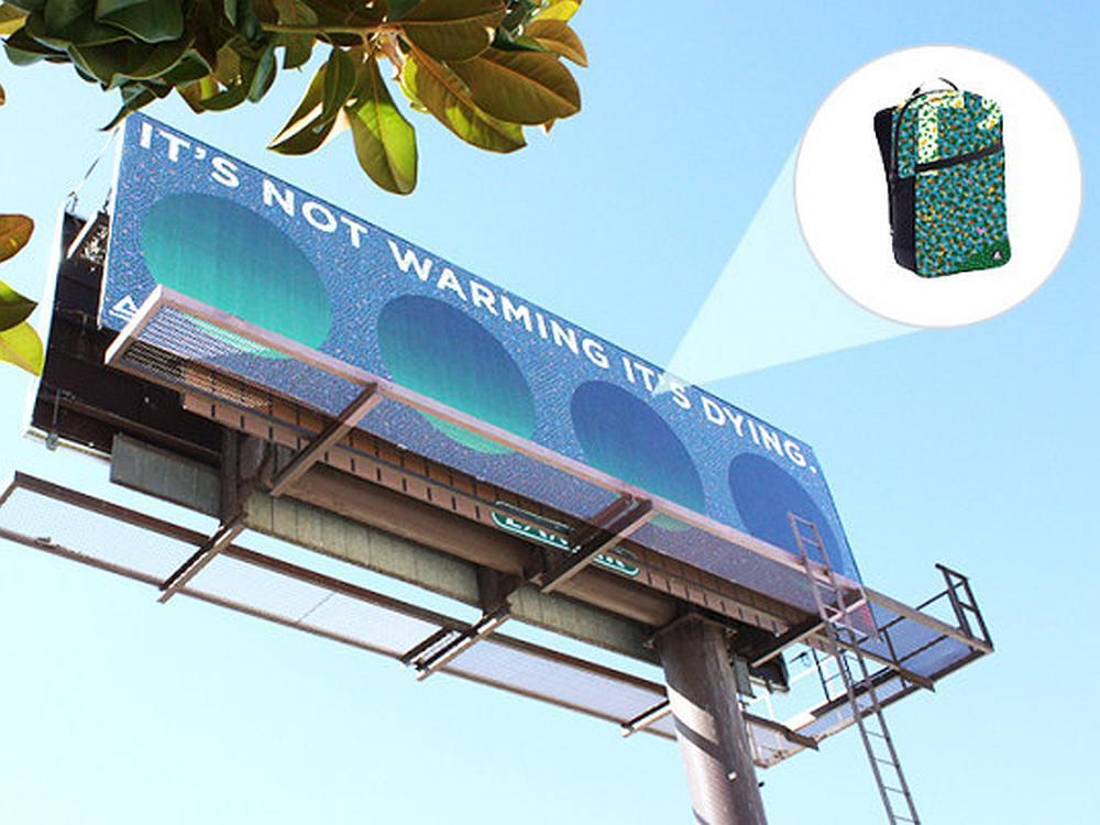 Dieses Billboard wird zu Rucksäcken weiterverarbeitet (Foto; Montage: Lamar)