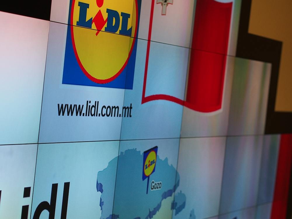 Lidlin Luga - DooH Kampagne für Lidl auf DooH Screen in Malta(Foto: invidis)