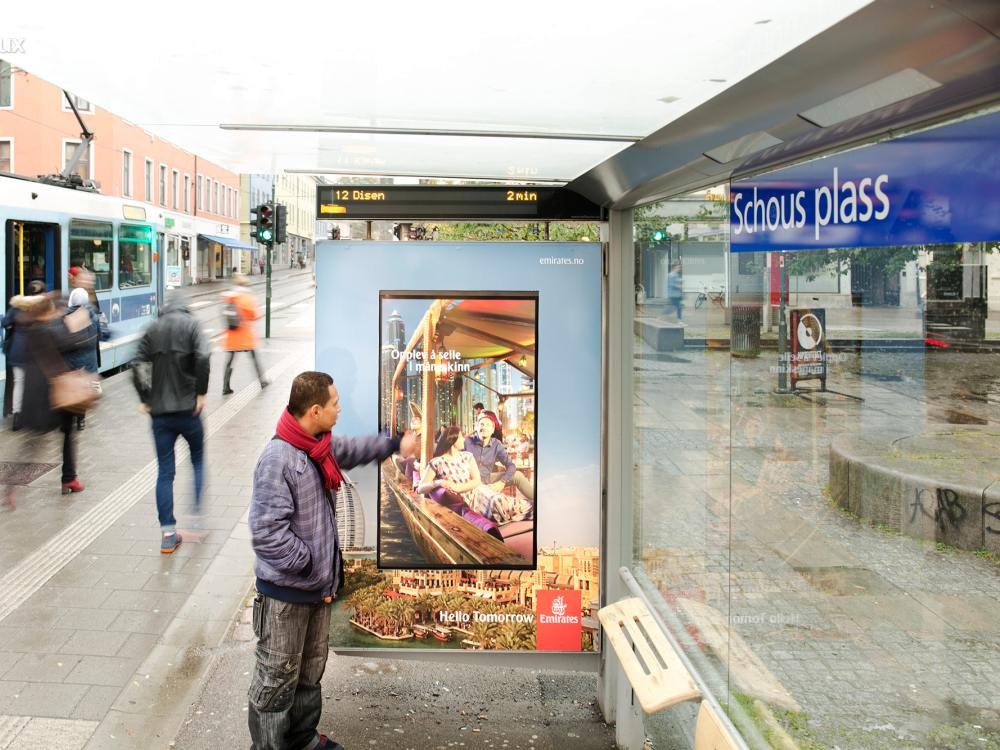Für Hello Tomorrow nutzte Emirates Touchscreens in Oslo (Foto: JCDecaux)