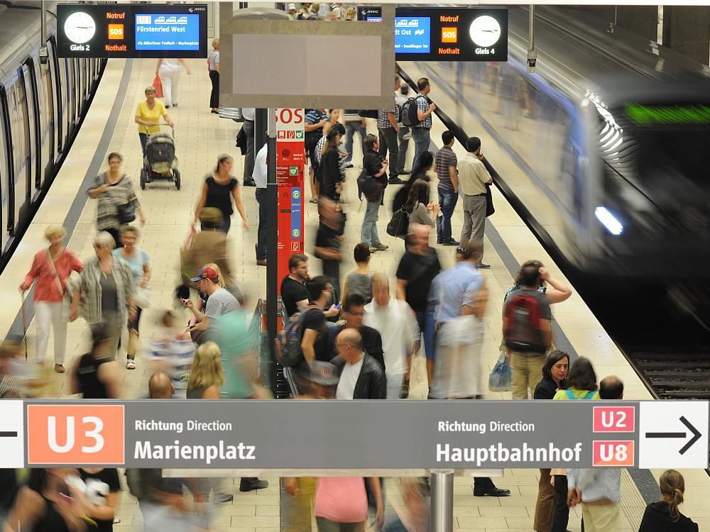 Facahrgast TV Münchner Fenster und Schwesterprogramme erreichen täglich insgesamt 2,4 Millionen Menschen- U Bahnstation in München (Foto: mcR&D)