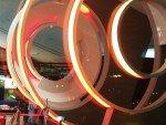 Kreisrund und aufmerksamkeitsstark - im Innern verbaute LED Lighting Elemente (Foto: invidis)