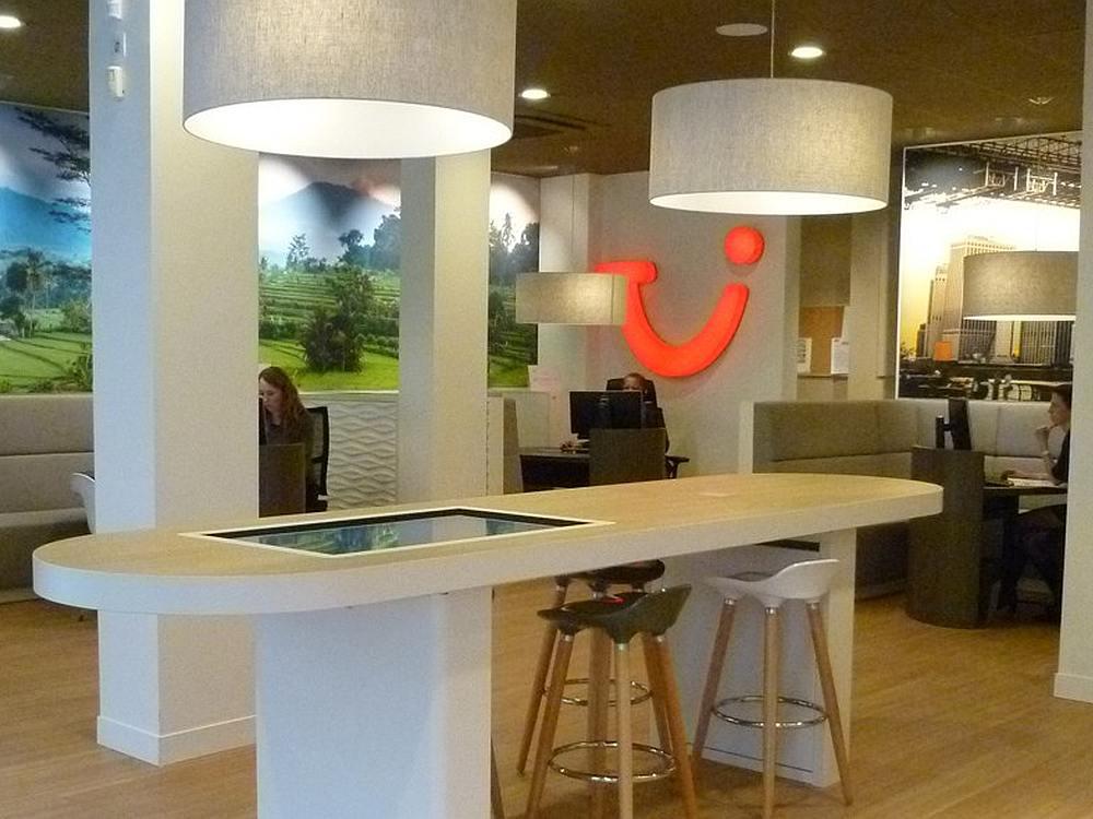 MultitouchTisch im neuen TUI Design in Straßburg (Foto: Store3D)