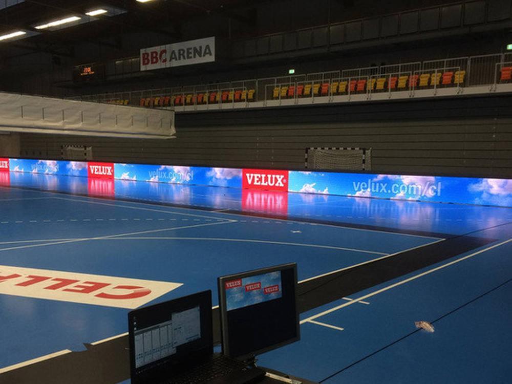 Neues SMD LED Bandensystem in der BBC Arena (Foto: LEDCON)