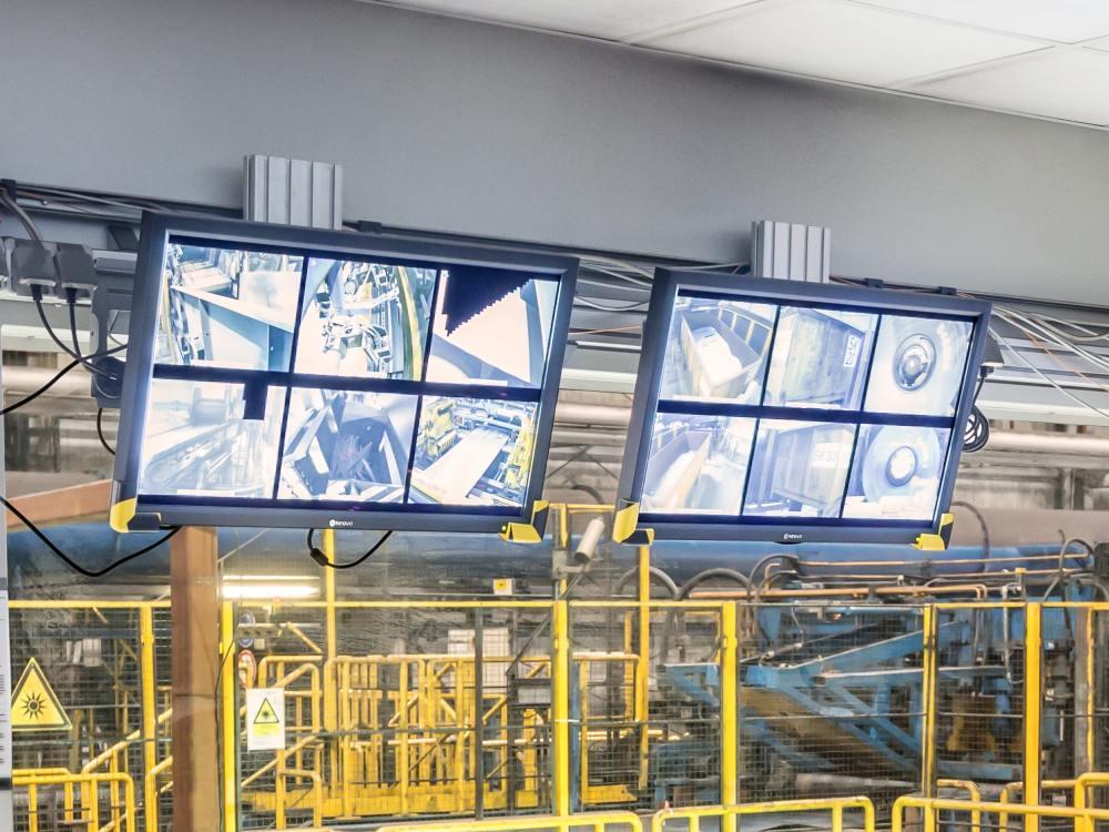 RX-32 Screens von AG Neovo bei der Salzgitter AG (Foto: Neovo AG)