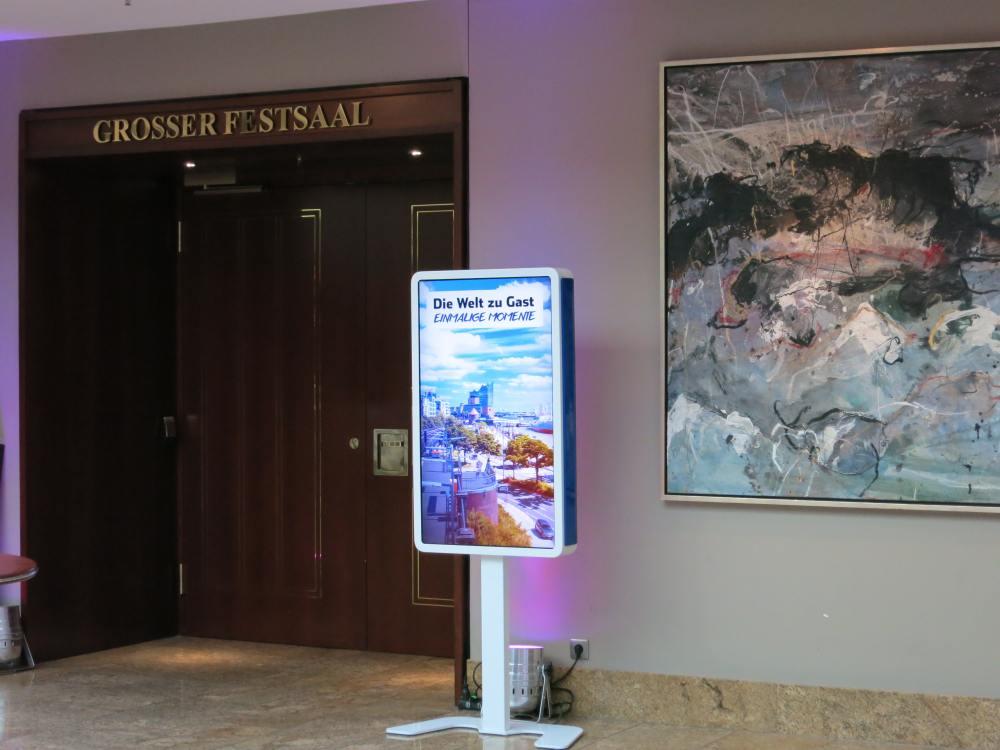 Via Screen wirbt die Intiative Feuer und Flamme für Olympia iin Hamburg im Jahr 2024 (Foto: NORDLAND systems)