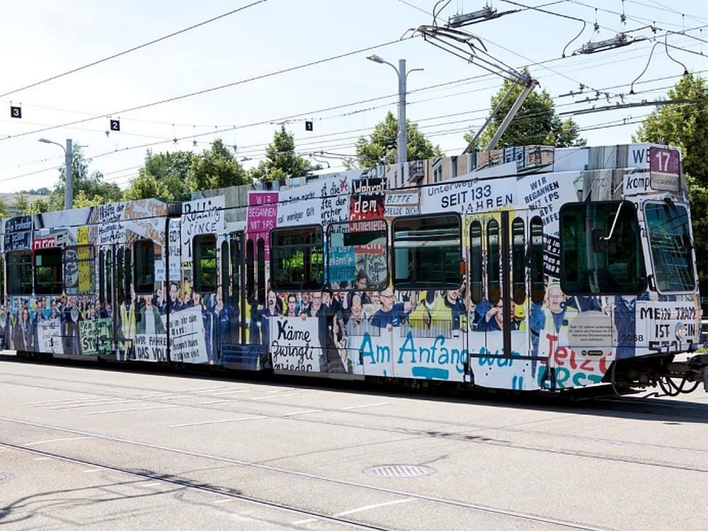 Ab 2017 wird Werbung an den Haltestellen überwiegend von Clear Channel vermarktet - VBZ Tram in Sonderlackierung (Foto: VBZ)