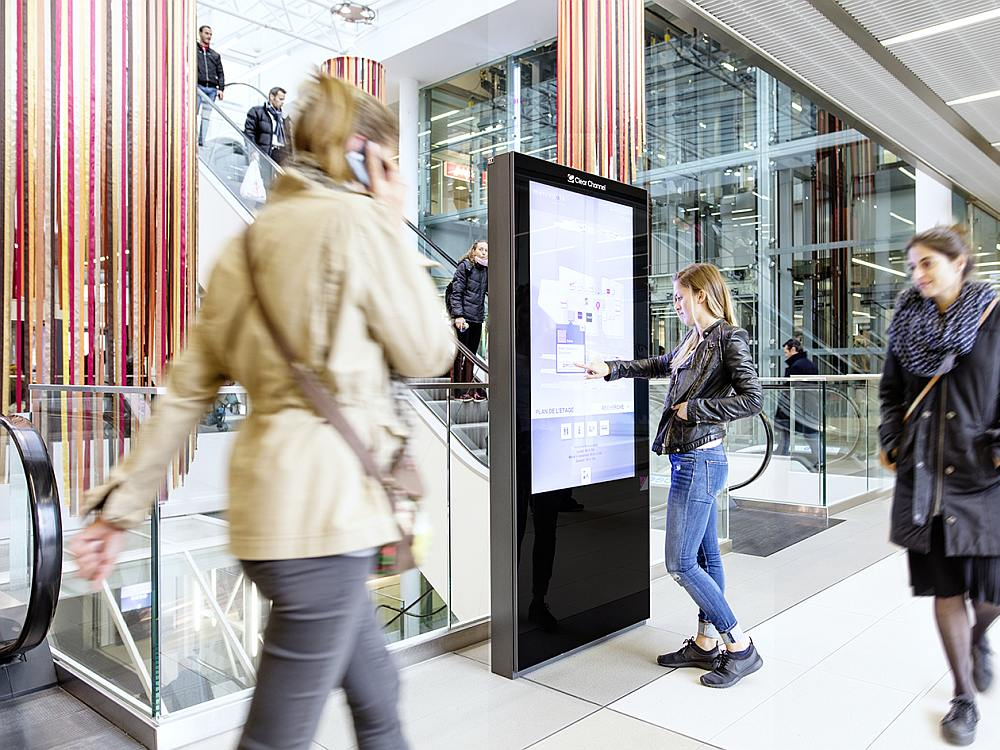 Clear Channel Screen in der Shopping Mall Métropole Lausanne (Foto: Clear Channel)