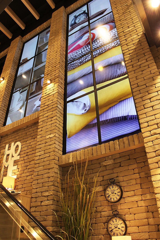 Case Study Depot Installiert Video Walls Im Shopping